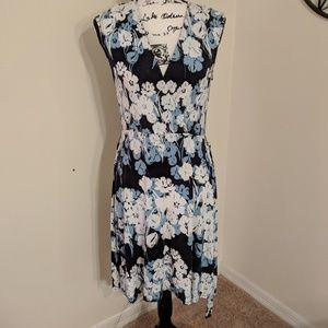 Women's floral  stretchy dress.